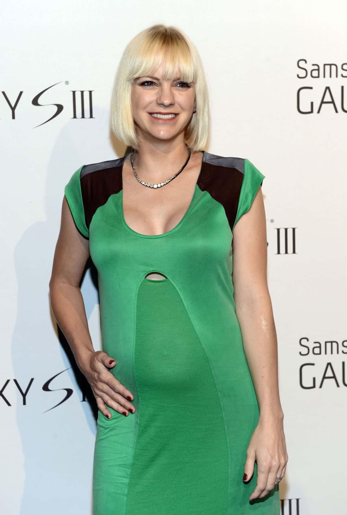 ANNA FARIS At Samsung Galaxy S III Launch